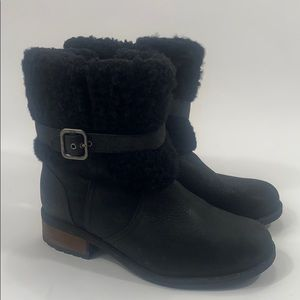Ugg Blayre ll black shearling boots size 7 1008220